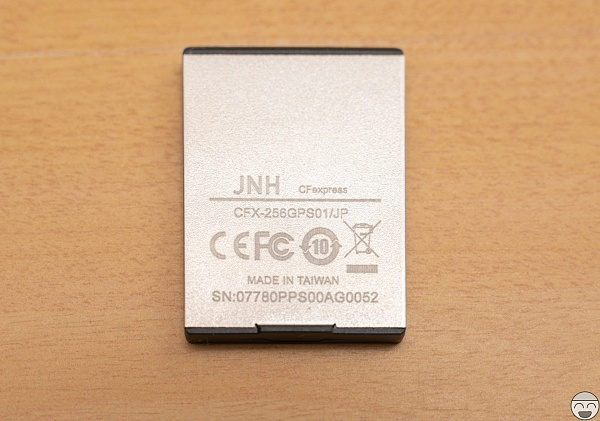 JNH CFexprress 256GB 裏面